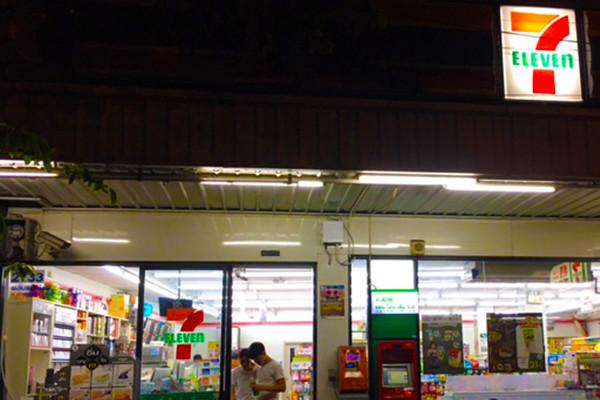 タイ仕事コンビニ1-1.jpg